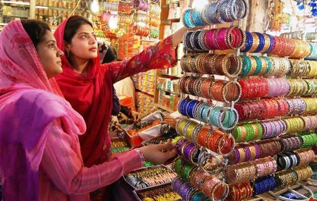 Bangle Market in South India KeralaToursGlobal1