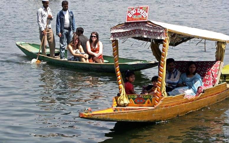 Dal Lake boating family in Kashmir KeralaToursGlobal1