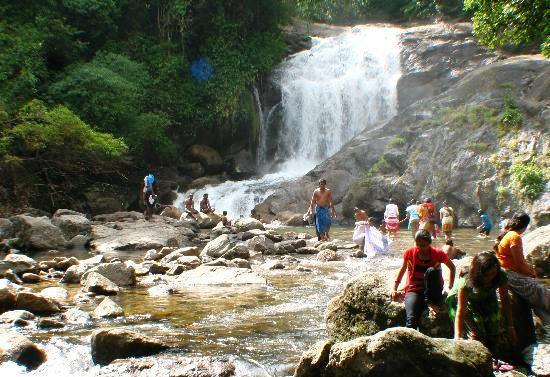 Munnar Lakkam Waterfalls Kids KeralaToursGlobal1