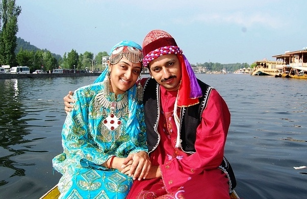 kashmiri couple KeralaToursGlobal